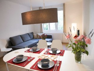 Wieden plus: spacious, modern flat in the center, Vienna