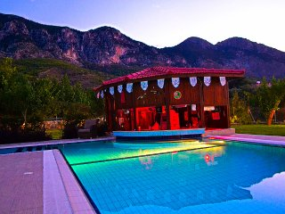Villa Bella. Get your drink while taking a dip..., Kyrenia