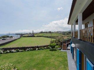 Sea View & natural swimming pools, Capelas
