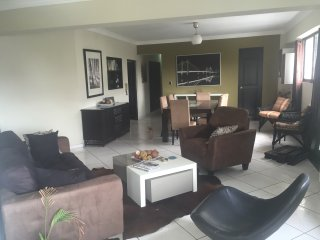 Room with private bathroom in a modern apartment, Santo Domingo