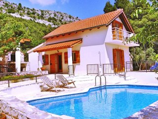 Villa Zoro between Split and Omis