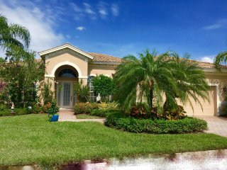 Luxury 3 Bedroom plus den Single Family Home/pool, Naples