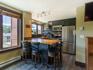 Remodeled Breckenridge Liftside Studio Condo w/Community Pool & Hot Tub - Unbeatable Peak 9 Ski-In/Ski-Out Location - Breckenridge Ski & Ride School On-Site! Walking Distance to Main Street Shops/Dining!