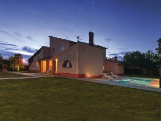 Luxury villa in quiet area, Sveti Lovrec