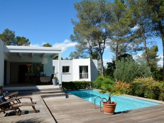 DESIGN VILLA WITH POOL NEAR MONTPELLIER, Saint-Clement-de-Riviere