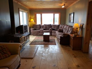 Lakefront Cottage Sleeps 12 - Sunset Views, Magnetawan