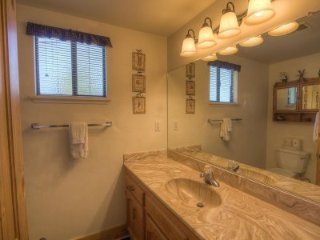 South Lake Tahoe - 4 BR Home, Community Hot Tub - LTA 8104