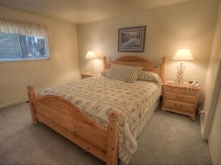5 BR Home with Private Hot Tub and Views of Lake Tahoe - LTA 8114, South Lake Tahoe