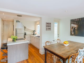 Bright sunny house, located in suburban food hub, Birchgrove