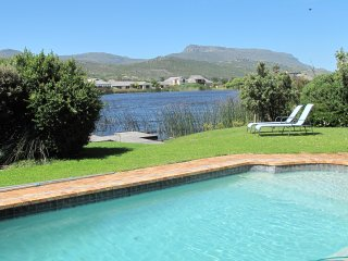 Cape Peninsula Holiday Villa with private pool