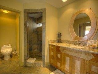 Incline Village - 8 BR Home, Private Hot Tub, 2 Master Suites - LTA 8151, Lago Tahoe
