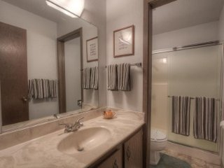 Kingswood Village - 4 BR Townhome, Partial Lake View - LTA 8153, Lago Tahoe