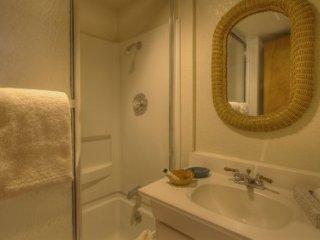 Stateline - 3 BR Home, Private Hot Tub - LTA 8191, Lago Tahoe