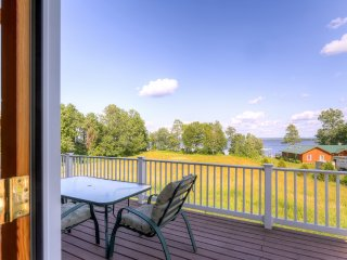 Inviting 4BR + Loft Alburgh House w/Wifi & Kayaks & Canoe Provided for Guest Use - Beautiful Waterfront Location on Lake Champlain!