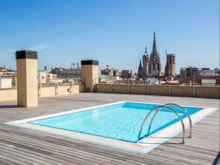 Luxury Central Angel IV apartment in Barrio Gotico with WiFi & lift.
