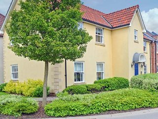 YORKSHIRE COAST RETREAT, ground floor apartment, one bedroom, pet-friendly, WiFi