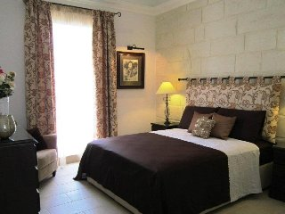 Townhouse Twenty ........ Romantic & Luxurious, Haz-Zebbug