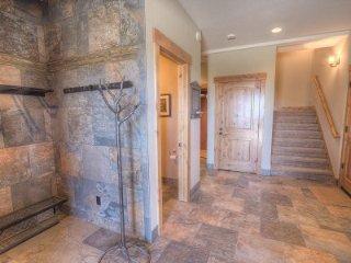 Stateline - 5 Bedroom Home, Elevator, Private Hot Tub - LTA 8126, Lago Tahoe