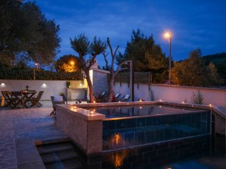 Villa with swimming pool and jacuzzi - Near Trogir, Okrug Donji