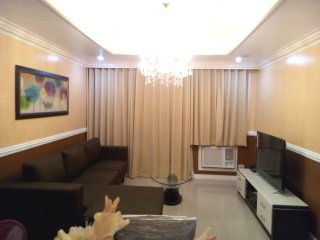 Cozy Victorian 2 Bedroom Robinsons Place Malate, Manila
