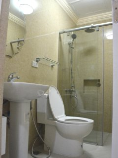 5 Star Common Toilet & Bathroom and super shower to refresh