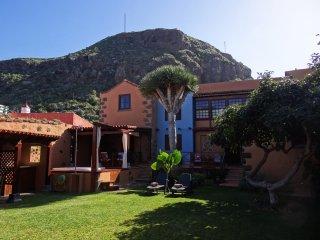 Casa Vacacional con jardin y jacuzzi exterior