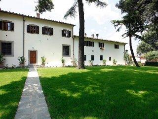 Apartment of 105 Sm in Villa  with swimmingpool