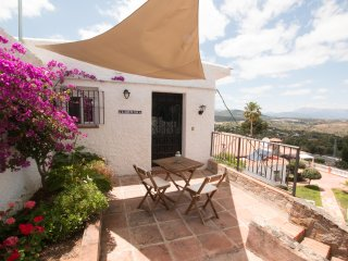 Luxury 1bed villa recently refurbished with private pool/hot tub close to Mijas