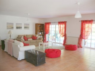 Lovely Spacious Villa with pool sleeps up to 11, Palmela