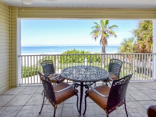 SeaSide 102 - Outstanding Gulf Front Three Bedroom Condo with Pool in 4-Plex!, Indian Rocks Beach