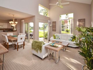 Gorgeous 3 BR at Isla Del Sol-Golf Course and Lake Views, Garage, Patio, BBQ!, San Petersburgo