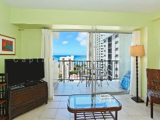 Nice Ocean View, central A/C, 5 min. walk to beach!  Sleeps 4., Honolulu