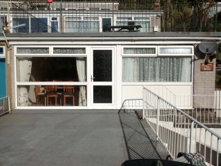 Villa 78 Millendreath, Looe, Brand New Kitchen, Clean, Fully Equipped Apartment