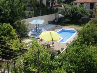 Wide Apartment with Pool & Terrace, Podstrana