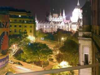 Huge bourgeois apartment, stunning Parliament view, Budapest
