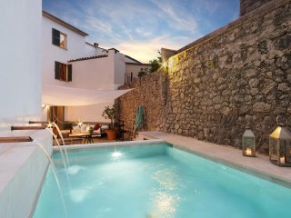 Townhouse with private pool in Pollensa-Mallorca, Pollença