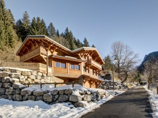 Gorgeous double room in beautiful Morzine chalet