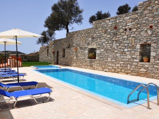 comfortable home for your holidays, Pitsidia
