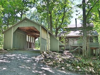 Southern Comfort Retreat a private 3 bedroom cabin with free WiFi internet, Gatlinburg