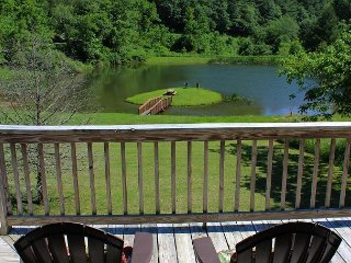 Enjoy Autumn Views Overlooking Pond From This Log Cabin!, Grassy Creek