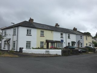 RIVERBANK COTTAGE: dogs welcome, walk to town along the Estuary...., Bideford