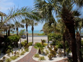 Pass-A-Grille Beach Views Estate Wifi Sleeps 14, St. Petersburg
