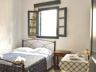 "Double Room ""Notus"" 10' walk to Chersonisos Beach, Koutouloufari"