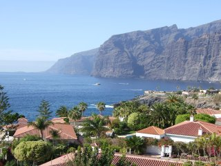 beach apartment with balcony cliff/ sea view, Santiago del Teide