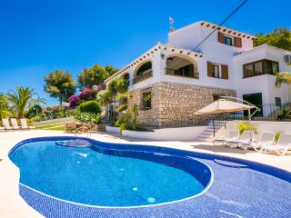 Beautiful Villa with Heated Private Pool and Breathtaking Views Of The Sea