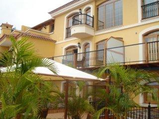 Luxury apartment with balcony sea view