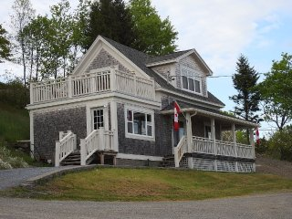 Charming Oceanside Home, Newly Renovated, Beaver Harbour