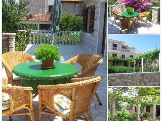 Apartment Darija 4+0 with beautiful terrace, Supetar