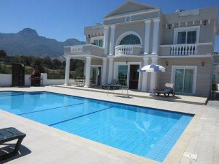 FarAwayVillas -The White House, Catalkoy