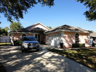 Family-Friendly Spacious Retreat: 2 Masters w/bath, Sarasota